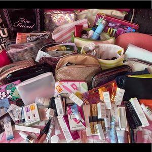 Lot of 20 Random Beauty Samples and a Make Up Bag